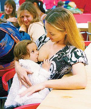Публичное кормление грудью - флешмоб Молочных Фей 2008