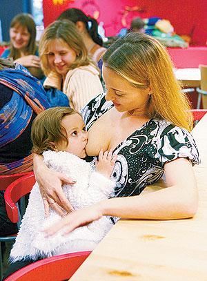 Публичное кормление грудью - флешмоб Молочных Фей
