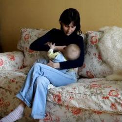 Прикладывание ребенка к груди.