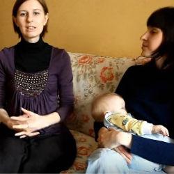Кормящая мама и консультант.